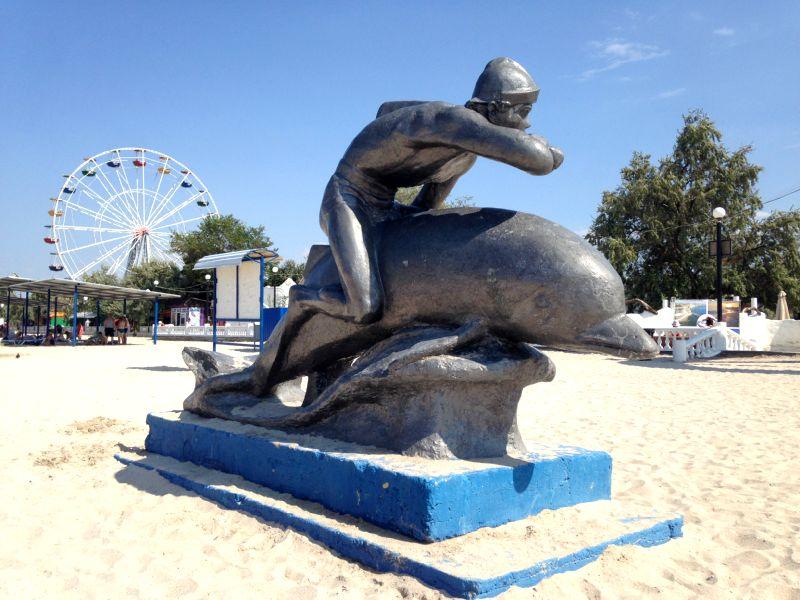 Ихтиандр на спортивном дельфине